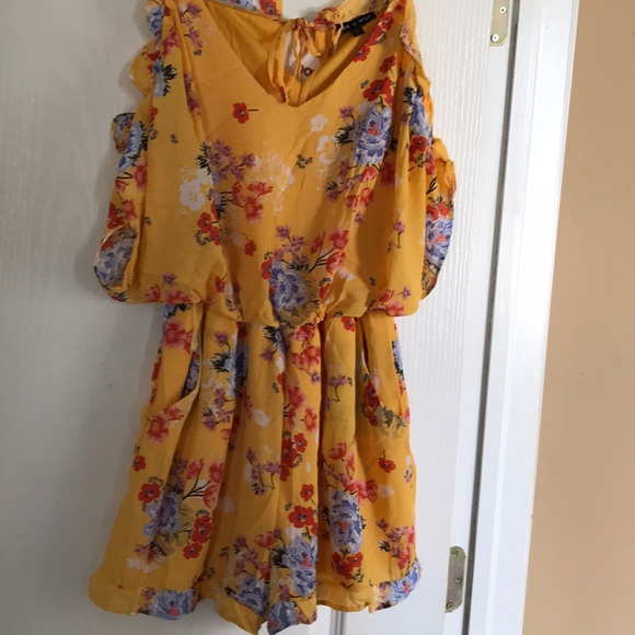 As U Wish Dresses & Skirts - As U Wish Romper with flowers size M.